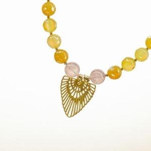 Boho Deluxe Kette mit Perlen aus vergoldetem Sterlingsilber, Achat, Cherry Jaspis, natürlichem Fossil, Holz (natur) und Anhänger