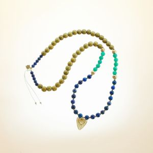 Boho Deluxe Kette mit Perlen aus vergoldetem 925 Sterlingsilber, Lapislazuli, Türkis, Holz (olive) und Anhänger.