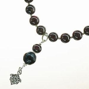 Boho Deluxe Kette mit Perlen aus 925 Sterlingsilber, Granat und Holz (schwarz)