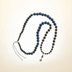 Boho Deluxe Kette mit Perlen aus vergoldetem 925 Sterlingsilber, Onyx und Holz (schwarz + dunkelblau). Mithilfe des integrierten Schiebeknotens kann die Kettenlänge nach Belieben reguliert werden.