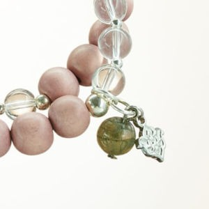 Double Mala Armband auf Elastikband mit Perlen aus 925 Sterlingsilber, Bergkristall, Jaspis und Holz (nude)