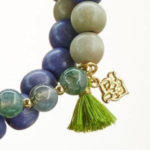 Mala Armband zweifach auf Elastikband mit Perlen aus vergoldetem 925 Sterlingsilber, Moosachat, Holz (lila) und Quaste