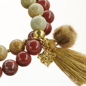 Mala Armband zweifach auf Elastikband mit Perlen aus vergoldetem 925 Sterlingsilber, rotem Jaspis, Landschaftsjaspis, Quaste und Pompom in Leo-Optik